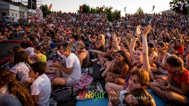Asistentes a una actividad del festival étnico de la Sierra Sur de Jaén