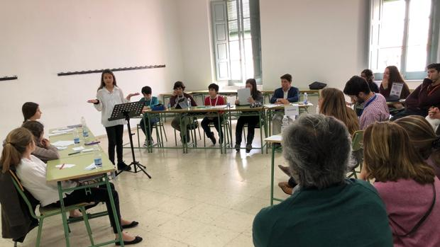 Niños de Primaria en un debate organizado por la Fundación Cánovas de Málaga