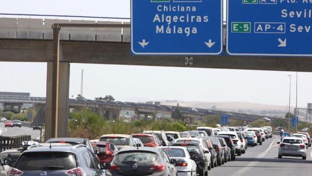 Tráfico en la salida desde Sevilla para la costa