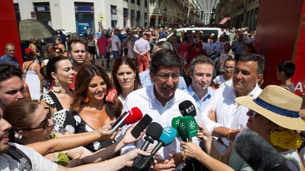El líder andaluz de Ciudadanos atiende a los medios en su visita a la Feria de Málaga