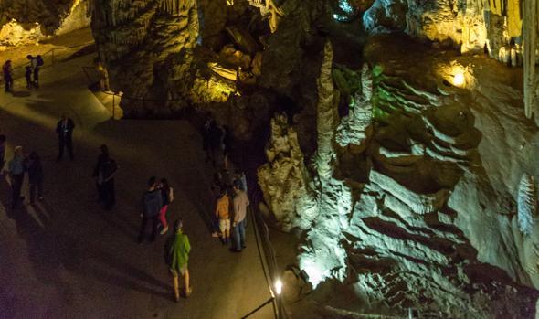 Imagen del interior de la cueva de Nerja