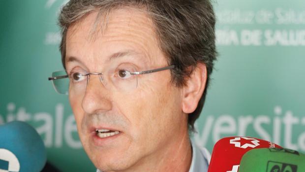 El doctor José Miguel Cisneros, portavoz de la junta en esta crisis