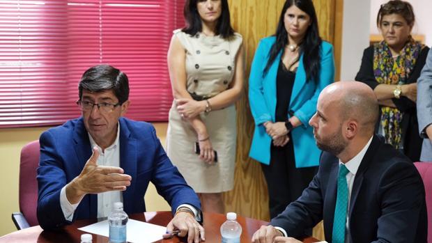 El vicepresidente de la Junta, Juan Marín, durante su visita a Órgiva.
