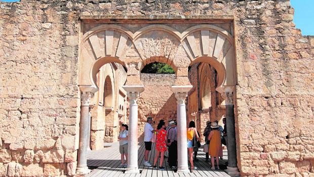 Turistas en el Salón Basilical Superior el verano pasado