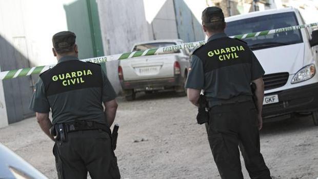 Dos agentes de la Guardioa Civil