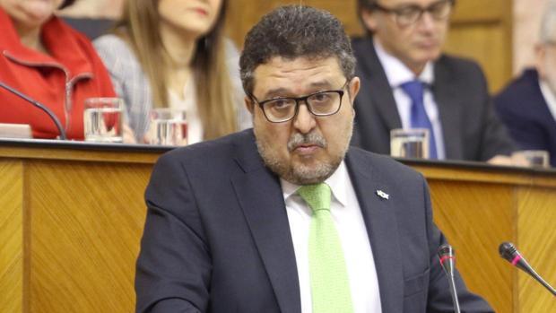 Hacienda embarga al exjuez de Vox su bufete, bienes y cuentas para recuperar dinero de la ayuda pública defraudada