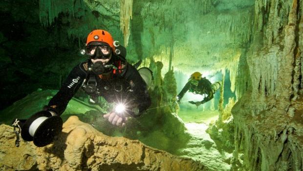 Equipo de exploración subacuática del Gran Acuífero Maya