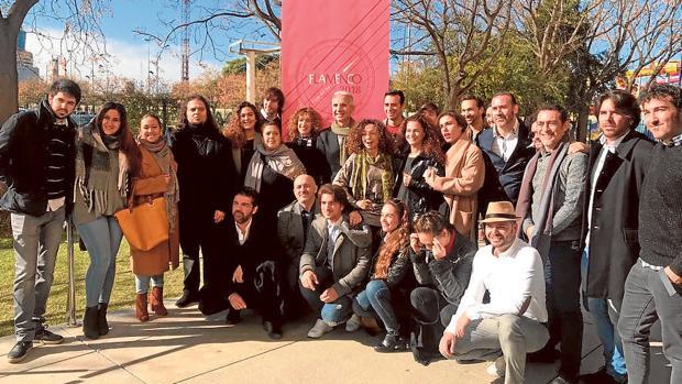 El consejero de Cultura junto a los artistas participantes