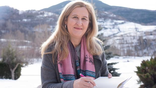 La escritora Luz Gabás