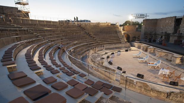 La obra es una relectura actual puesta en escena por la compañía Teatro El Velador dirigida por Juan Dolores Caballero