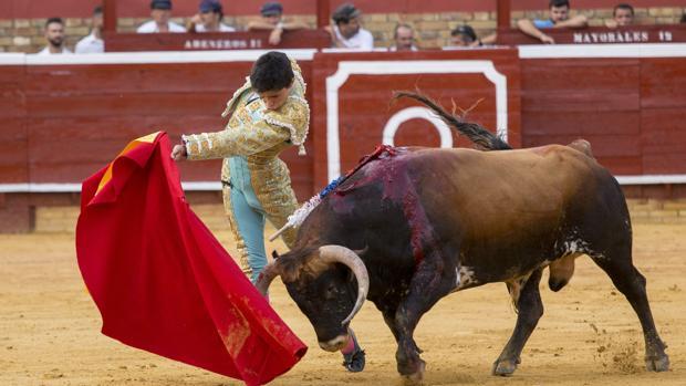 Pase de pecho de Juanito al segundo de Villamarta