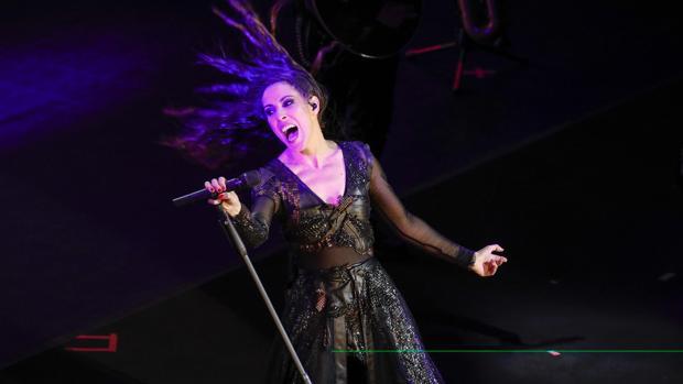 La cantante Malú, desatada durante uno de sus conciertos recientes