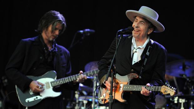 Bob Dylan (izquierda), durante un concierto hace una semana