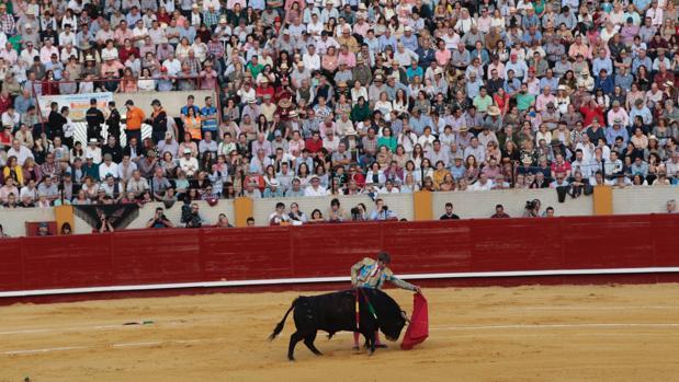 El Cordobés en la plaza de toros de Morón de la Frontera