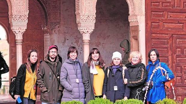 Los finalistas de esta edición y la comisaria Alicia Ventura, en Granada