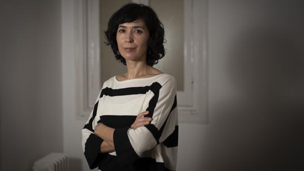 La escritora Edurne Portela, fotografiada en Madrid, poco después de la entrevista con ABC