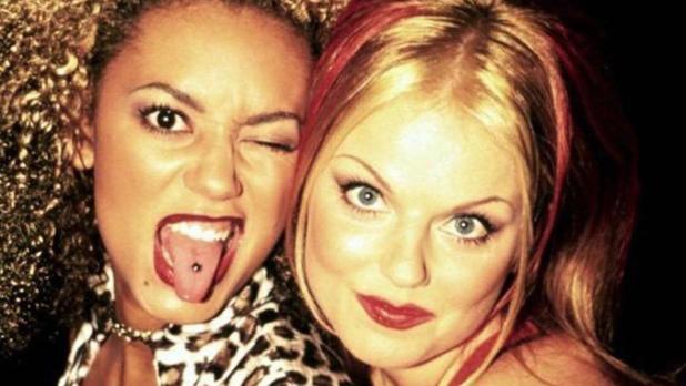 Melanie Brown (Mel B) y Geri Halliwell, componentes de las Spice Girls