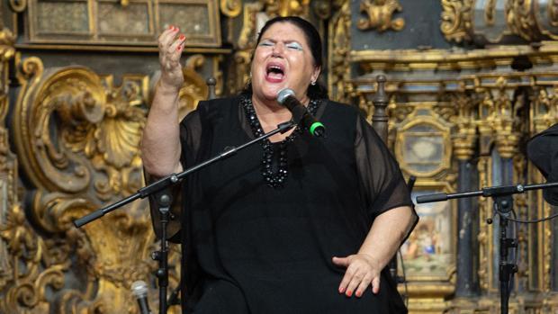 La cantaora Inés Bacán actúa dentro del espectáculo «Mujeres, gitanas y flamencas»