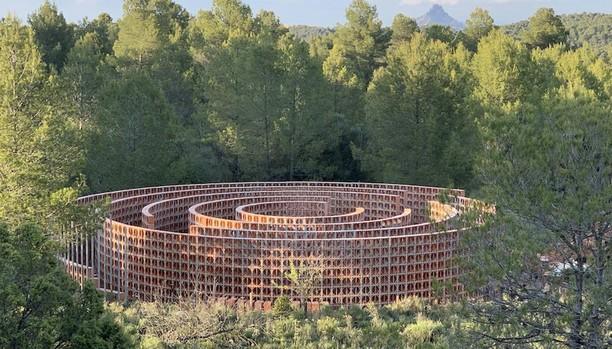 Vista del laberinto propuesto para la muestra por Héctor Zamora