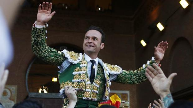 Antonio Ferrera abandona la plaza a hombros después de brindar una tarde inolvidable