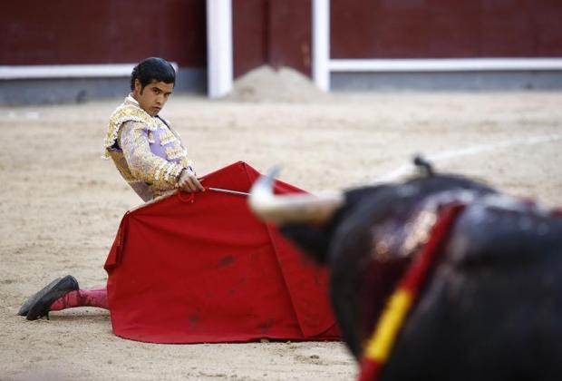 Diego San Román sufrió dos feas volteretas en sus dos novillos
