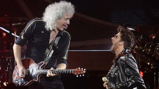 May y Lambert, durante un concierto de Queen en Chile