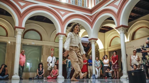 """Inauguracion del Festival de Italica con el espectaculo """"Nua"""" de la cia. Nadine Gerpacher"""