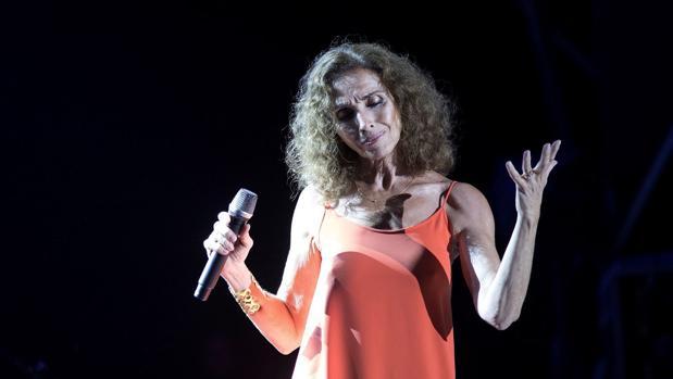 Ana Belén durante un concierto de la gira de presentación de «Vida»
