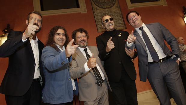 Pascual González y los Cantores de Híspalis durante la presentación del concierto