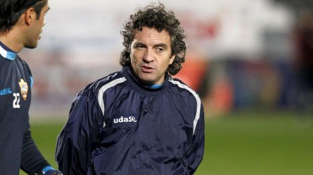 Lillo, en su etapa como entrenador del Almería