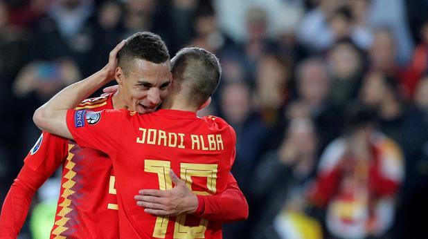 Rodrigo y Alba celebran el 1-0 ante Noruega