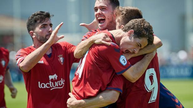 Los jugadores del Osasuna B celebran el ascenso a Segunda B
