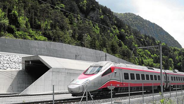 El tunel ferroviario de Gotthard Base, que transcurre bajo los Alpes, es el más largo del mundo