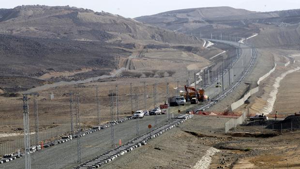 Construcción de uno de los tramos del AVE entre La Meca y Medina
