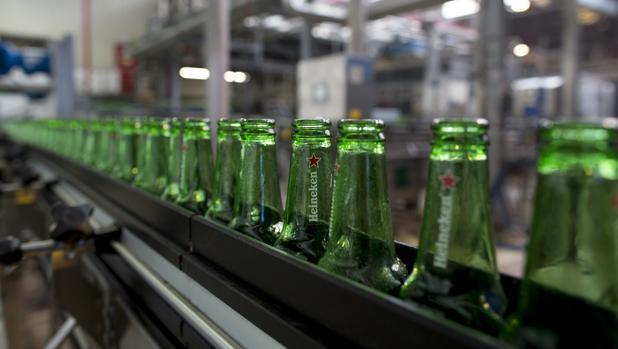 La cervecera tiene unos 2.400 trabajadores en sus cuatro fábricas españolas