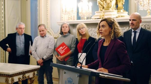 La ministra de Política Territorial y Función Pública, Meritxell Batet, en la firma del acuerdo