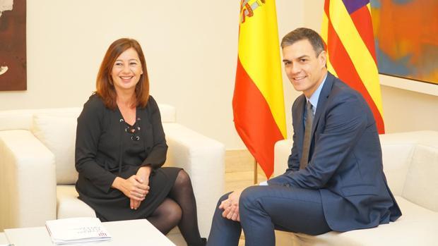 La presidenta del Gobierno balear, la socialista Francina Armengol, junto a Pedro Sánchez