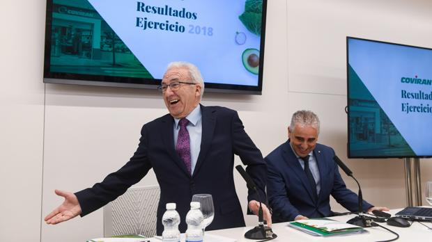 Antonio Robles, presidente y CEO de Covirán, junto al director general, Rafael Cortés, ayer