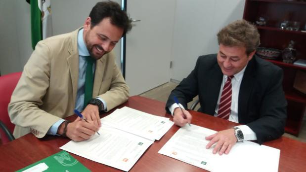Francisco Javier Loscertales (SAE) y José Antonio García Agüera (Grupo LAR) firman el protocolo