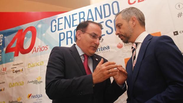 Javier González de Lara, presidente de la CEA, junto a Juan Bravo, consejero de Hacienda, Industria, Energía y Minas de la Junta de Andalucía