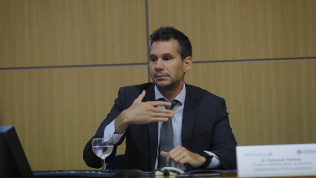 Olexandr Nekhay, profesor del Departamento de Economía de la Universidad Loyola y director del informe de análisis y prospectiva económica «Loyola Economic Outlook»