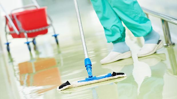 Empleado de limpieza en un hospital