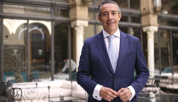 Juan Antonio Alcaraz en el hotel Alfonso XIII de Sevilla