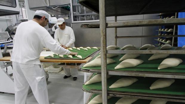 Fábrica de Pansur, proveedor de pan congelado y bollería, en el polñígono La Isla de Dos Hermanas - Rocío Ruz