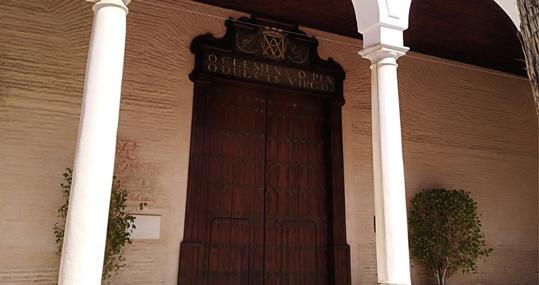 Atrio de entrada a la iglesia del Monasterio de San Clemente, ubicado entre los barrios de San Lorenzo y Macarena-San Gil