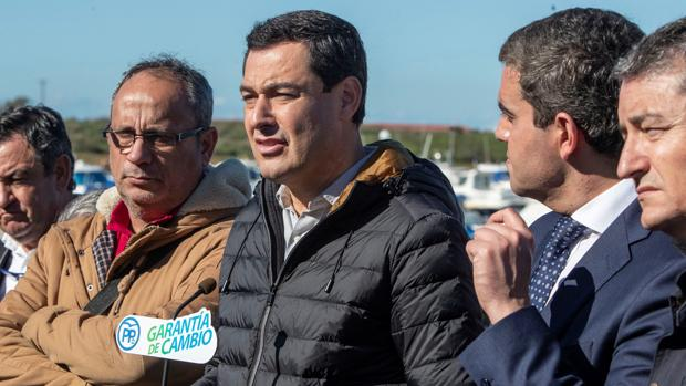 Juanma Moreno con los representantes del Comité de Empresa de Navantia este viernes