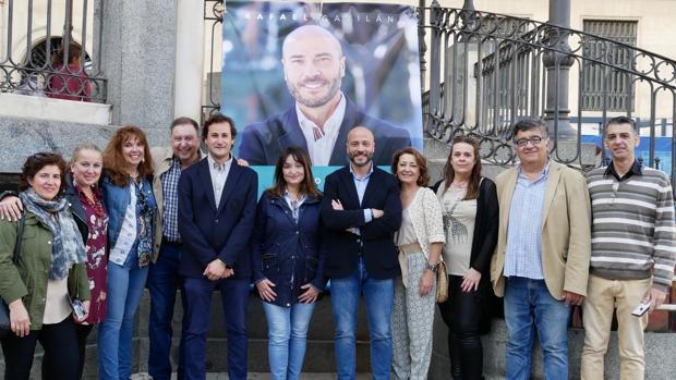 El candidato de Mesa de la Ría, Rafael Gavilán, con parte de su equipo