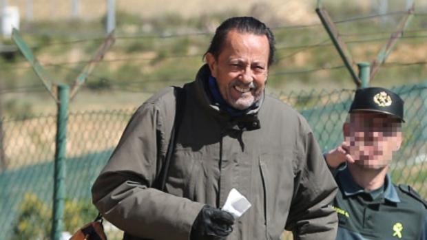 Una imagen de la salida de prisión de Julián Muñoz en 2015