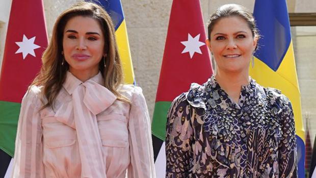 Rania de Jordania junto a Victoria de Suecia