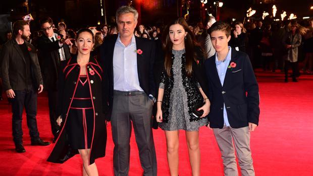 Mourinho y familia: Matilde madre, Matilde hija y el joven José Mario